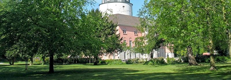 Blick auf das Schloss vom Schlosspark aus