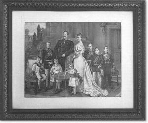 Kaiser Wilhelm II im Kreis seiner Familie, Lithographie, um 1900. Die verbreiteten Portraits des kaiserlichen Herrscherhauses waren an der Vermittlung gesellschaftlicher Leitbilder des Wilhelminismus beteiligt.