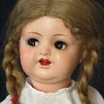 60 Zwei Puppen aus dem Magazin
