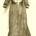13 Ein Brautkleid der Jahrhundertwende