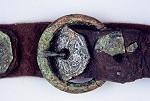 53 Ein hochmittelalterlicher Ledergürtel mit Medaillonbesatz