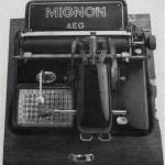 24 AEG-Mignon. Eine Zeigerschreibmaschine