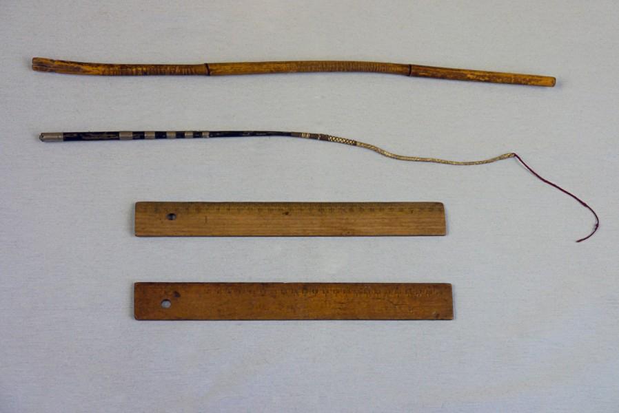 Rohrstock, Gerte und Lineale, 1920er und 1970er