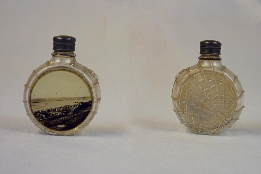 Parfümflasche (vorne/hinten), ca. 1950