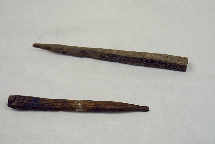 Holznagel und Holzpflock, undatiert