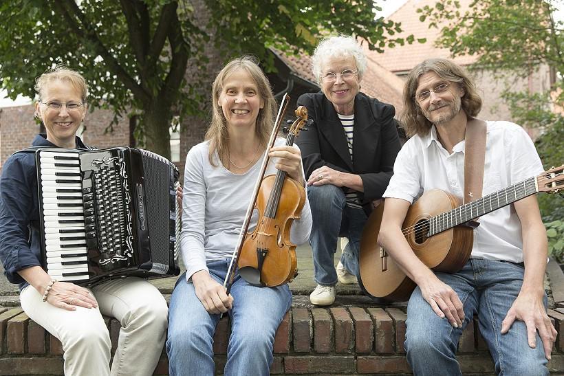 Besonderes Konzertangebot: Folktrio 'DreyBartLang' zusammen mit der Sprecherin Sylva Springer