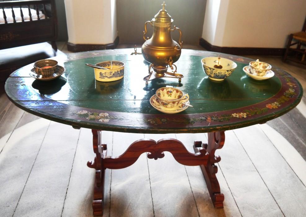 ein ausflug durch den m belbestand schlossmuseum jever. Black Bedroom Furniture Sets. Home Design Ideas