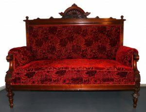 Historistisches Sofa, zweite Hälfte 19. Jahrhundert, Holz und Textilien, Foto: Patrick Schröder