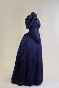 Hochzeitskleid, zweiteiliges Kostüm. Ende 19. Jh. Seide, Tülspitze.