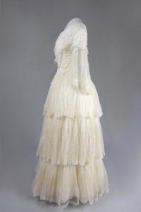 Kleid mit Schneppentaille. Um 1850. Musselin.