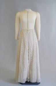 Brautkleid. Nach 1930. Seide.