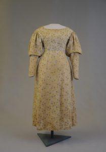 Biedermeierkleid. 1830-1860. Baumwolle, bedruckt.
