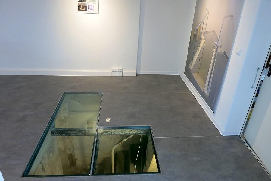 Die über Fußbodenfenster einsehbare Keller-Mikwe