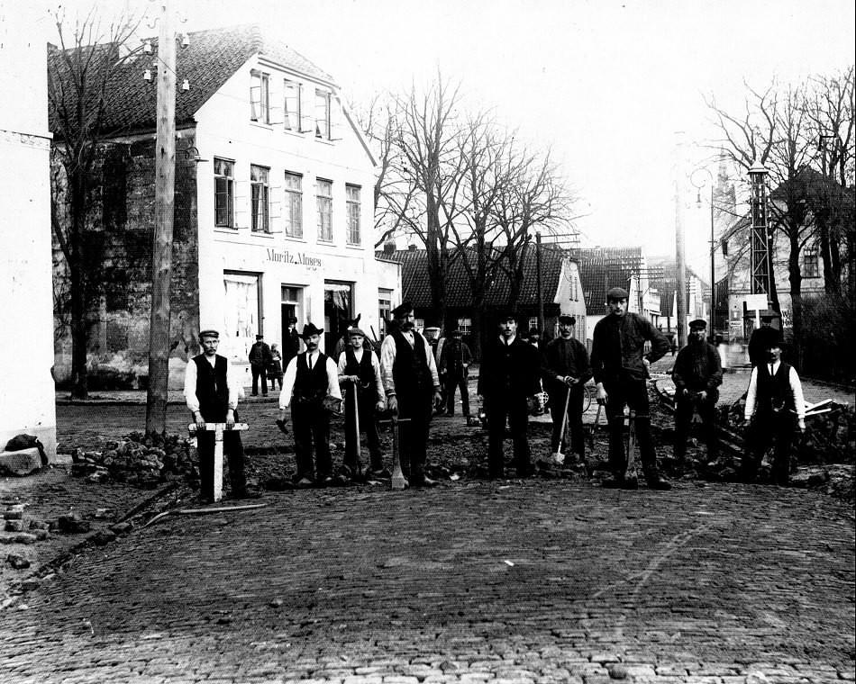 Straßenbauarbeiten in der Albanistraße in Jever. Quelle: Schlossmuseum Jever