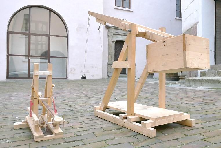 Weitschußwettbewerb mit selbstgebauten Katapulten am 20.09.2019