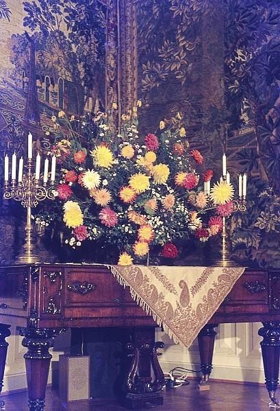 Blumenarrangement im Gobelinsaal